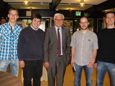 junge SPD-Mitglieder mit Frank-Walter Steinmeier